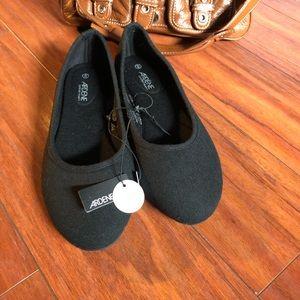 Shoes - 2/15$ NWT black Arden ballet flats